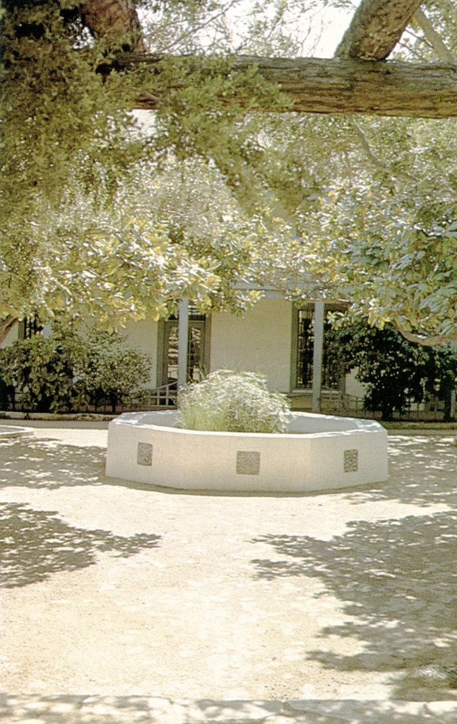 From the Moorish garden tradition the patio with its central fountain and limited garden is an expression of adaptation to a Mediterranean climate.