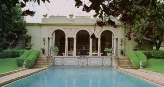 Guest house and pool. Author's photographs.