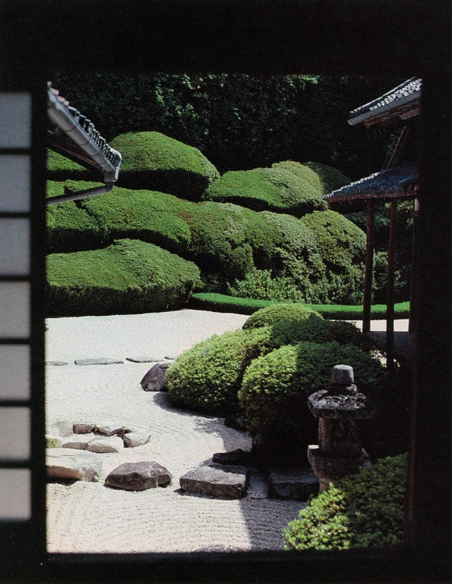 Space is continuous, even though bounded by walls and in places roofed. The house or temple is a bridge between gardens. Photographs by the author except where noted