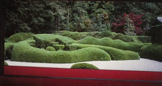 Plants not only fill space, but can form space. In this shallow temple garden the hedge becomes the subject of the garden, its wave-like form suggesting the ocean and the gardener simultaneously. Daichi-ji, Shiga Prefecture