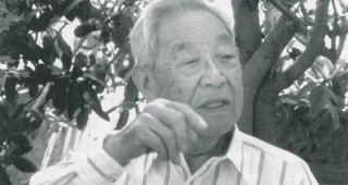 Toichi Domoto, 1993. A copy of the transcript of his oral history was presented to him at his nursery by staff members of the Oral History Department, Bancroft Library, University of California, Berkeley. Photograph by George Waters