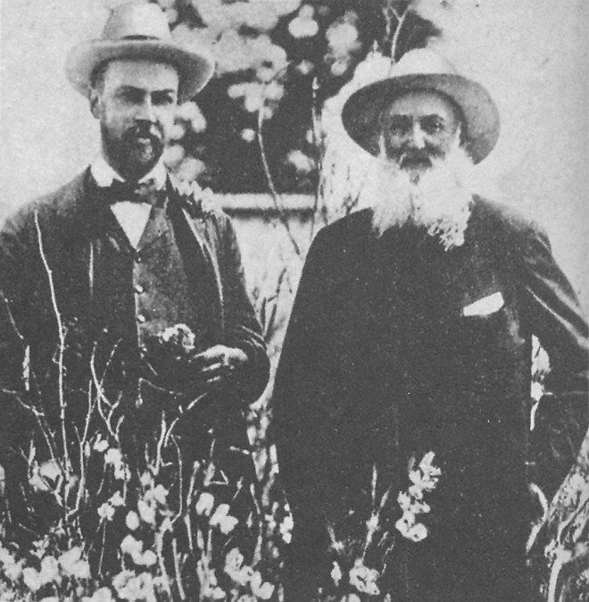 W Atlee Burpee (l) and Henry Eckford (r), two early sweet pea breeders, pictured in Burpee's 1929 Garden Annual. Photograph courtesy Lompoc Valley and Horticultural Society - See more at: http://www.pacifichorticulture.org/articles/sweet-peas-in-california-a-fragrant-but-fading-memory/#sthash.lP39eMOh.dpuf