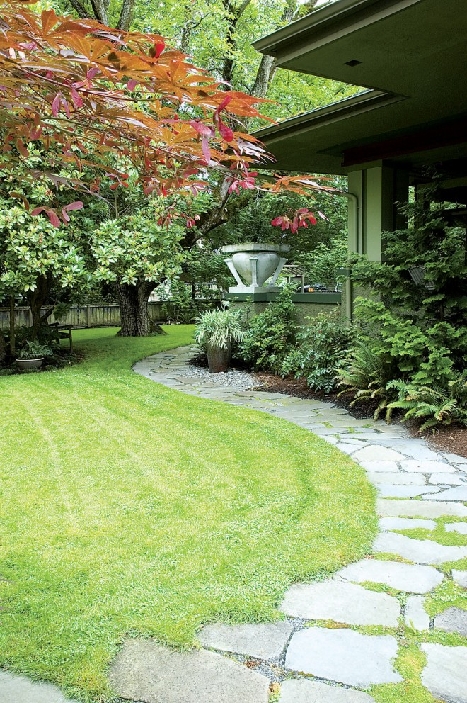 This is a classic example of a simple and sensuous line—the structural foundation of the composition that I look for in every image I shoot. Here, it was irresistibly obvious in a garden designed by Barbara Hiltie, Portland, Oregon. Author's photographs - See more at: http://www.pacifichorticulture.org/articles/a-recipe-for-seeing/#sthash.zsOEwB7A.dpuf