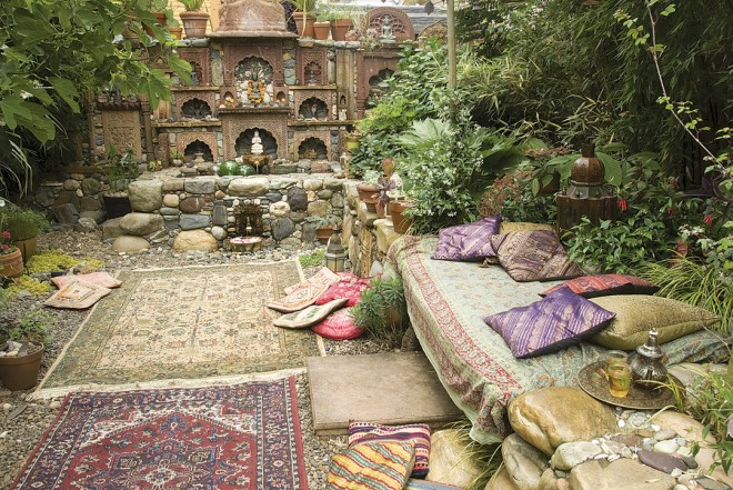 Not only is this relatively small backyard space crammed with glorious details, it is also overflowing with exotic atmosphere. It is this potent combination of detail and atmosphere that I wanted to capture in the garden of Jeff Bale, Portland, Oregon. - See more at: http://www.pacifichorticulture.org/articles/a-recipe-for-seeing/#sthash.zsOEwB7A.dpuf