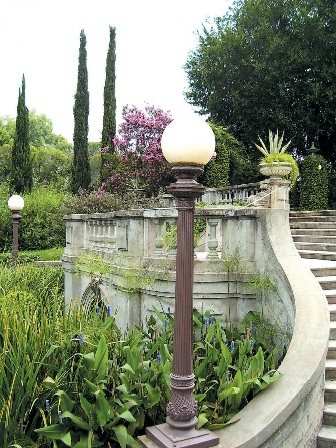 A portion of the Italianate balustrade of George Bergstrom's design - See more at: http://www.pacifichorticulture.org/articles/kimberly-crest/#sthash.mX3xRapf.dpuf