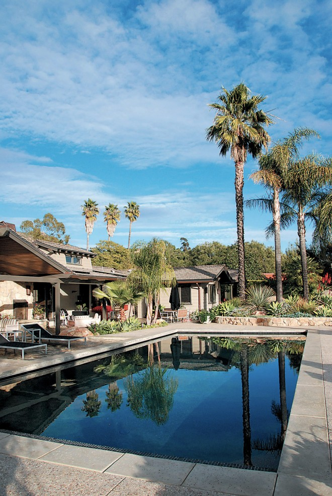 "The rear terrace with pool and dining areas, ""walled"" by a row of tall palms (Washingtonia filifera and Syagrus romanzoffianum). Photograph by Dawn Lohnas"