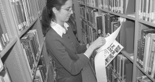 Intern Shakti Maisen cataloging books in the stacks at the Arboretum Library, Los Angeles County Arboretum & Botanic Garden. Photograph by Cynthia Vargas