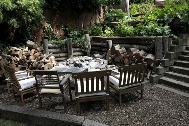 When the stump of a tottering eucalyptus refused to come out, the homeowners built a fire ring around it, creating a great place to roast marshmallows and hang out. Photo: Gene Sasse