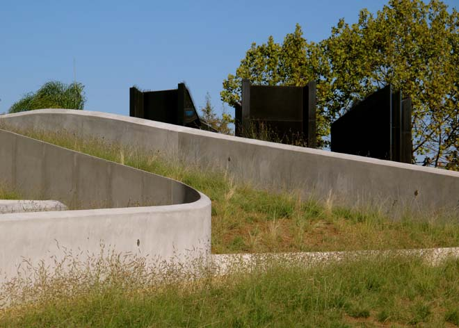 Undulating concrete walls of The Los Angeles Museum of the Holocaust are softened by waves of grasses and seasonal plants. Photo: Lisa Lee Benjamin