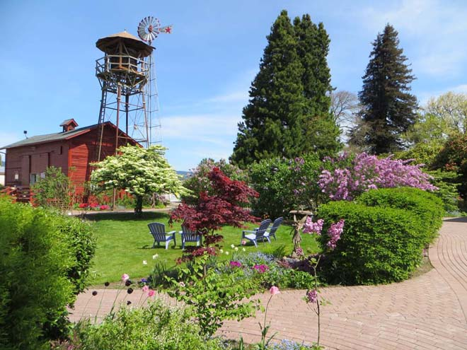 A beautiful spring day at the Hulda Klager Lilac Garden. Photo: Forrest Campbell