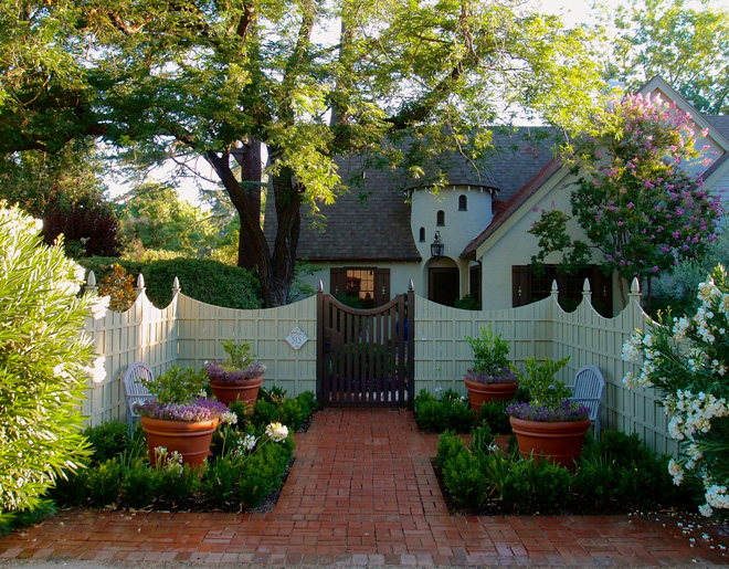 Garden beds and a graceful fence provide privacy to the new entryway. Photo: Kirsten Honeyman