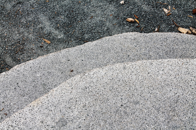 Live-edge detail on the massive 1200-pound cut-boulder stair treads.  Photo: courtesy of Berger Partnership