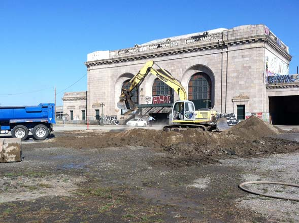 The WOW Farm Flowers site was once a parking lot in front of Oakland's historic 16th Street Station.  Photo: Tori Johnson
