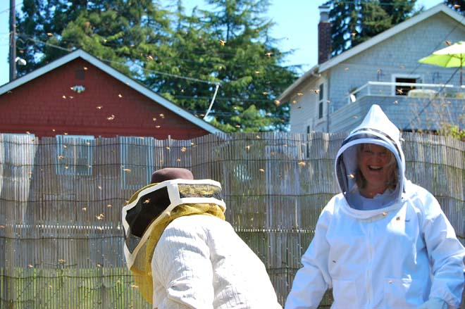 Seasoned Seattle gardeners but beekeeping newbies, Dan Corum and Kate Reedy prepare to install their backyard bees. Photo: courtesy of the authors