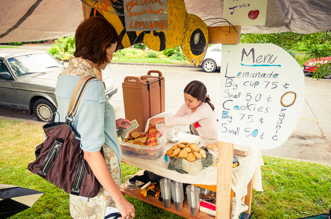 A young Georgetown entrepreneur sets up shop on the day of the summer tour. Photo: courtesy of the Georgetown Garden Tour