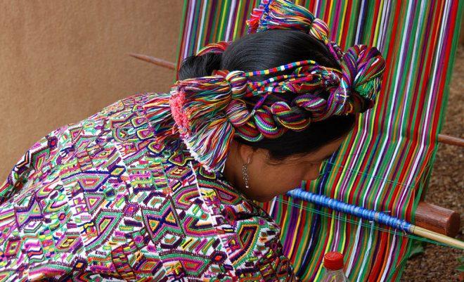 Weaver at the Santa Fe Folk Art Market. Photo: Bud Ellison via Flickr
